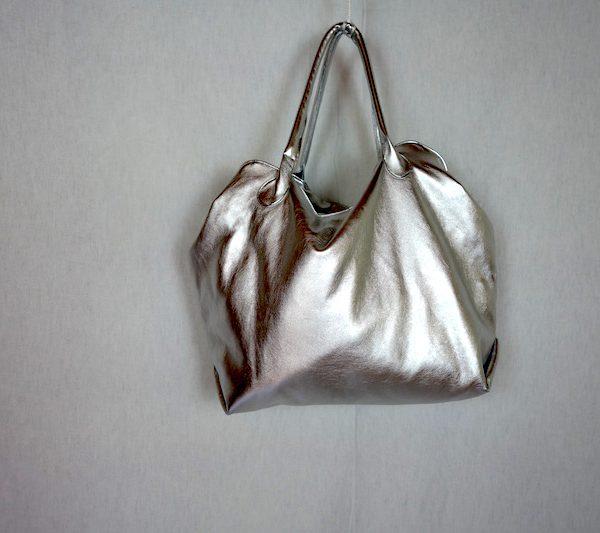 Tasche Arya aus silbernem Kunstleder