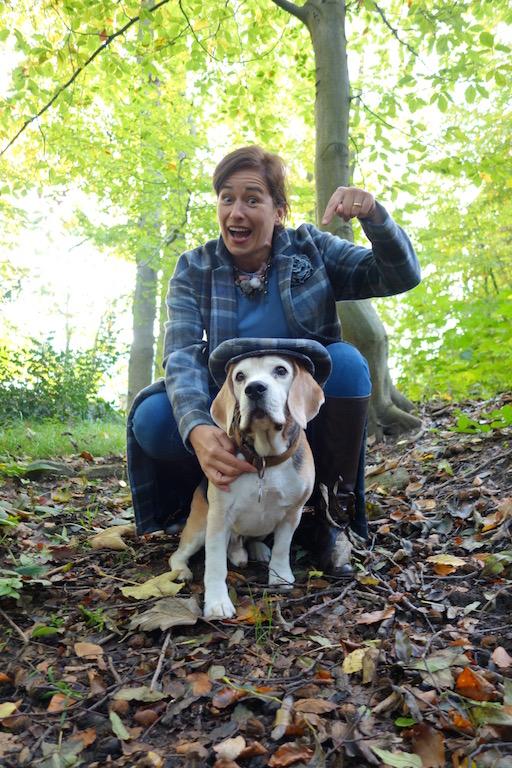 Beagle mit Schiebermütze