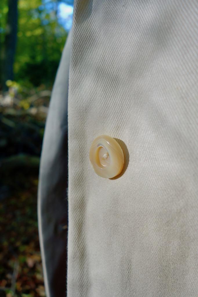 Stoff- und Knopfdetail Haremere Coat von Merchant & Mills